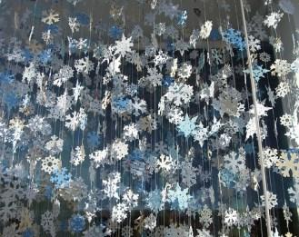 Схемы для вырезания новогодних снежинок из бумаги для украшения офиса (1)