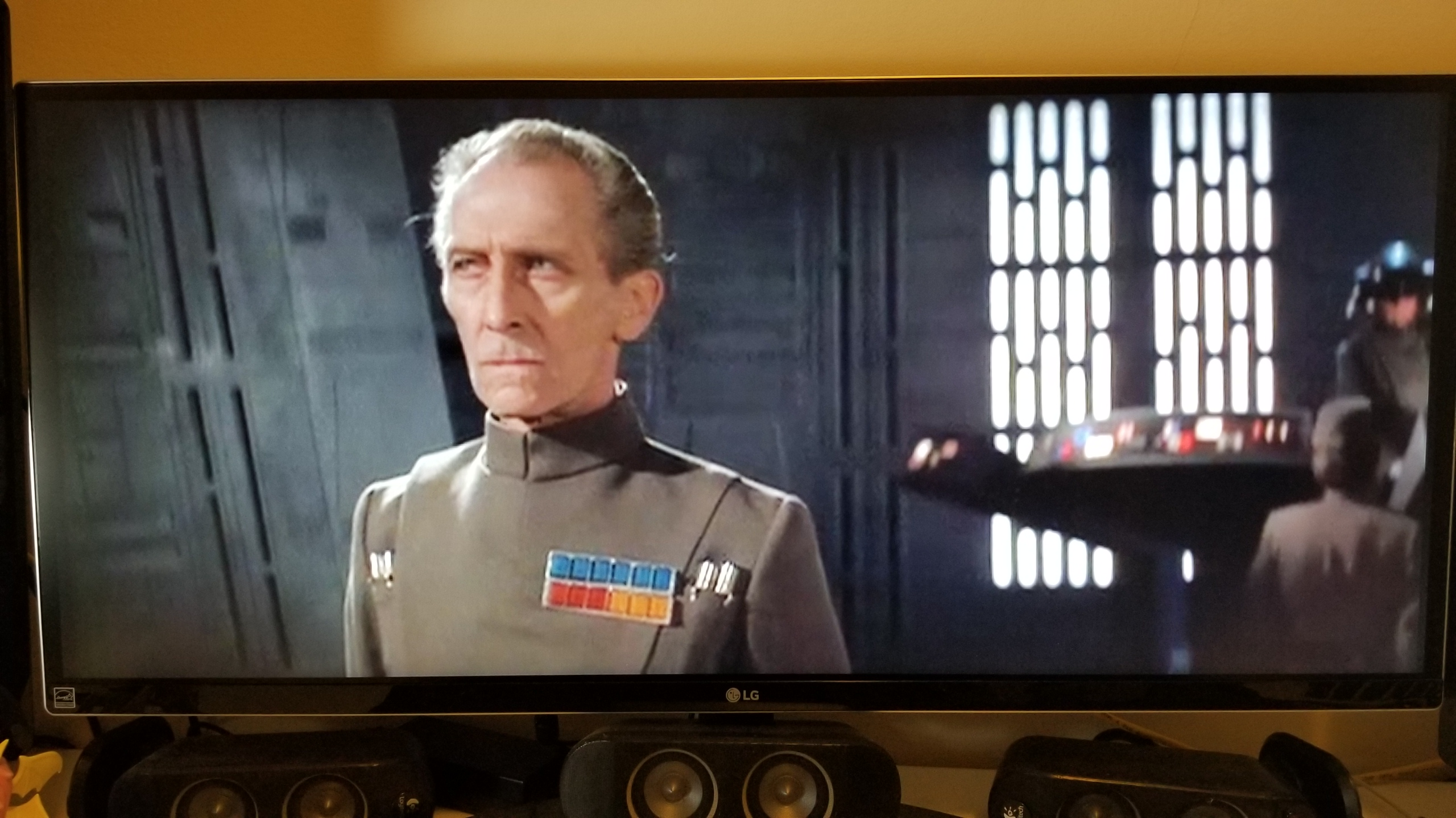 TIL: Anamorphic Unaltered Star Wars fits perfectly on an Ultrawide Monitor