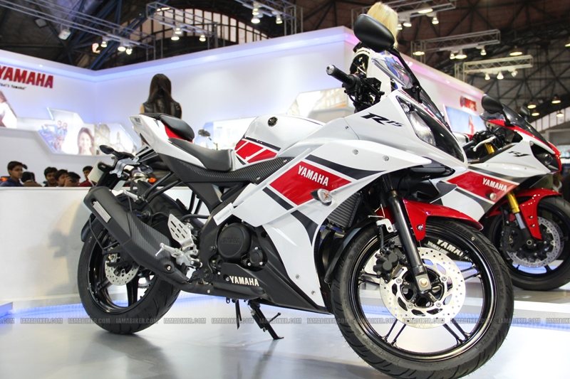 R15 New Colors at AutoExpo2012 (6)