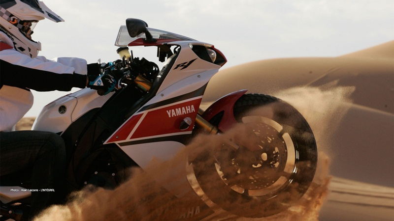 stephane peterhansel yamaha r1 desert 04