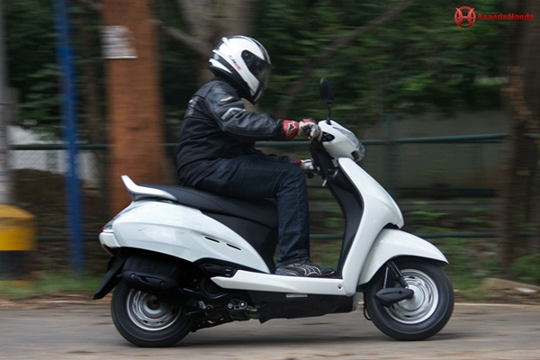 honda activa review - handling and breaking