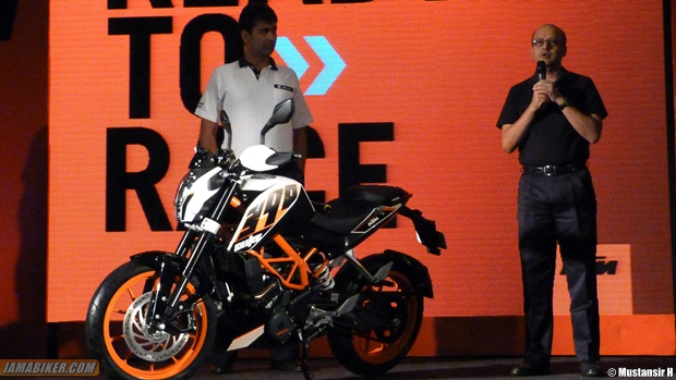 Amit Nandi announcing the price of the KTM Duke 390