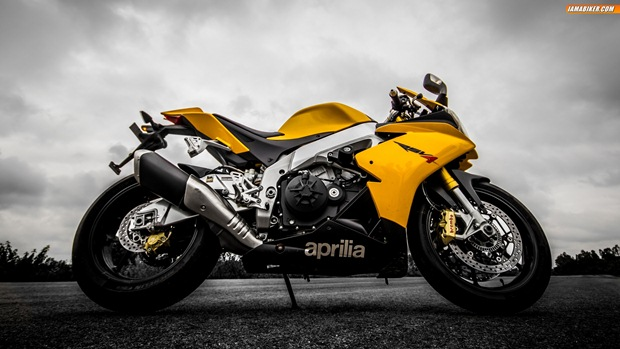 Aprilia RSV4 wallpapers - 03