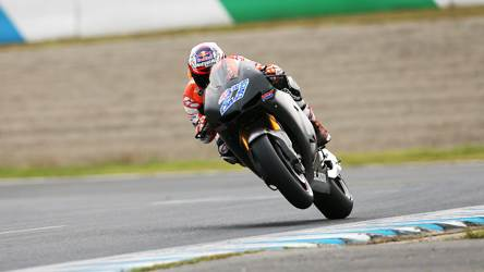 Casey Stoner tests the Honda RC213V works machine