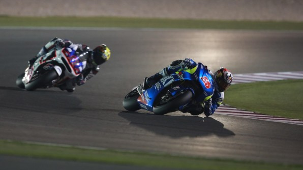 Maverick Vinales knee and elbow down Ecstar Suzuki MotoGP Qatar 2015