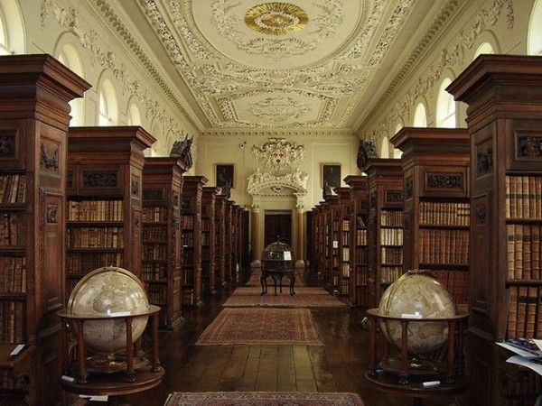 Queens-College-Library-at-Oxford-University-England-600x450