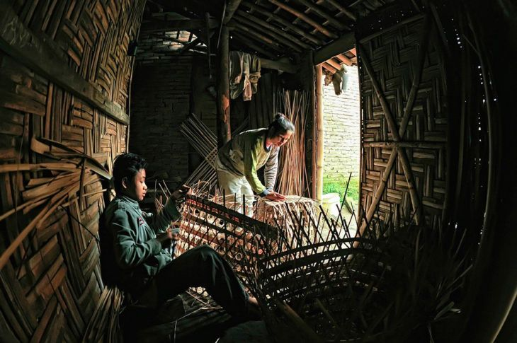 finalist-this-family-of-basket-craftsmen-in-indonesia-makes-around-15-baskets-a-day (1)