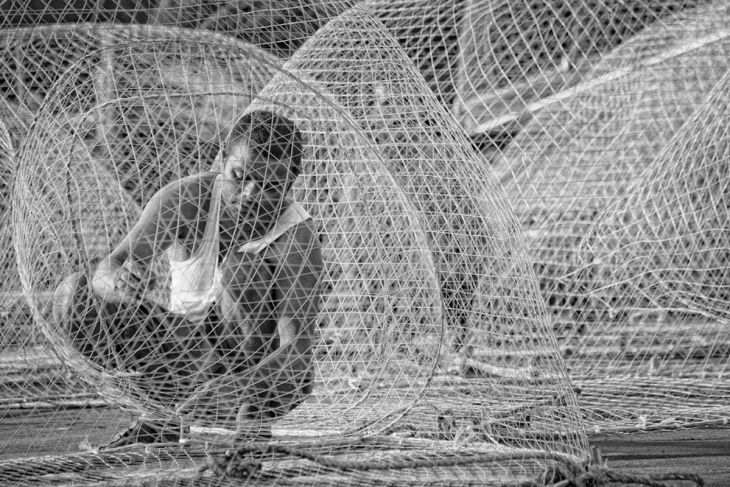 middle-east-and-north-africa-winner-fish-net-workers-are-common-in-the-united-arab-emirates-every-morning-they-fix-nets-in-order-to-prepare-for-the-days-catch