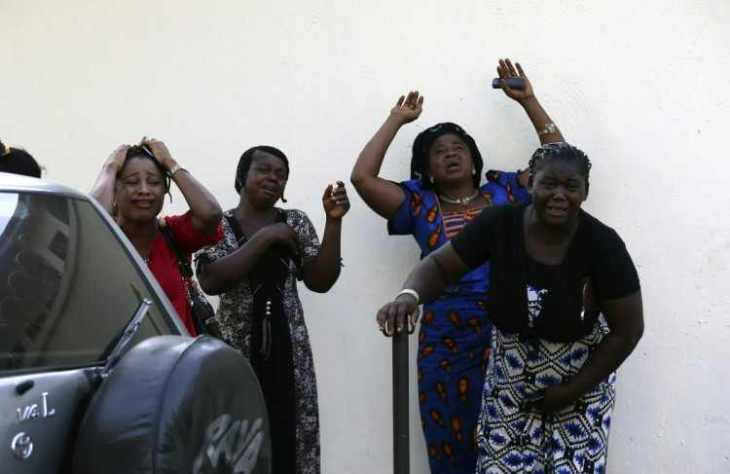 on-april-14-a-bomb-exploded-during-rush-hour-in-abuja-nigeria-killing-71-these-bystanders-reacted-as-victims-of-the-blast-arrived-at-the-asokoro-general-hospital-750x487