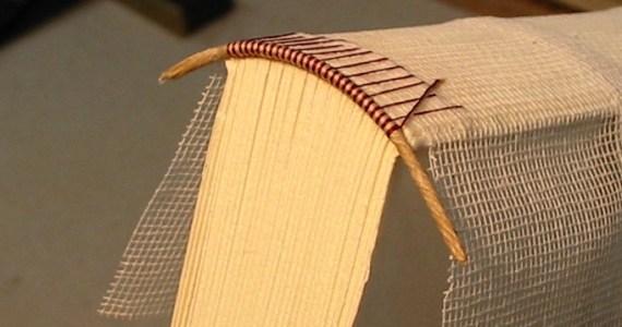 Sewing an Endband (Flickr - Seth Morabito CC BY-SA)