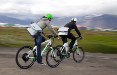 Riding through Höfn makes natives and travelers curious about electric bikes (AG)