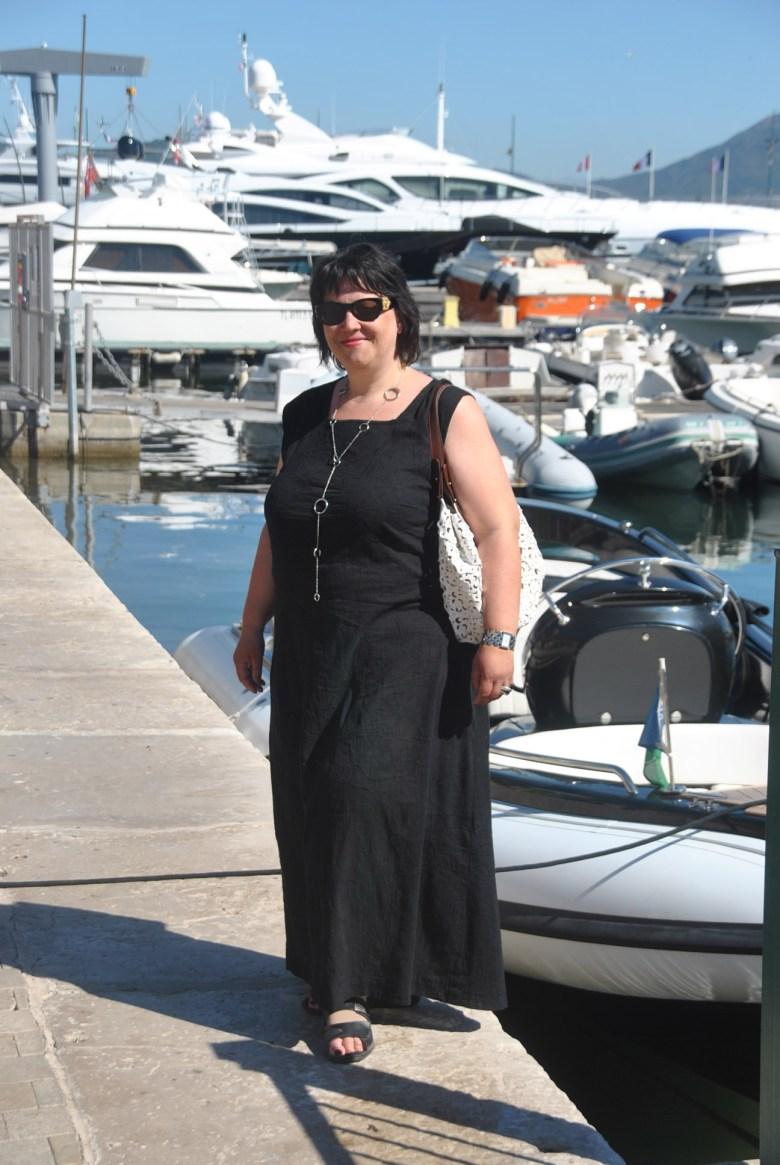 Kleid schwarz Hafen frontal