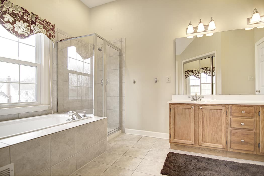 Great master bath with enormous closet in Raeburn South Charlotte