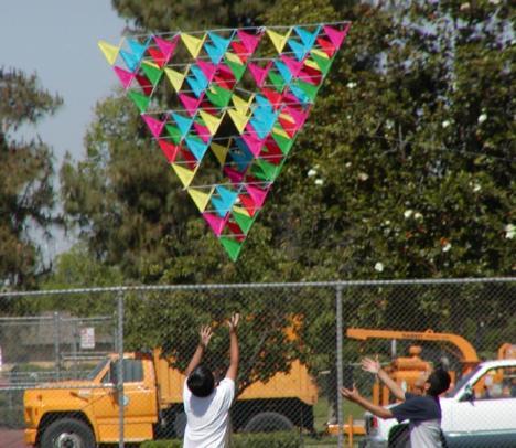 http://i1.wp.com/www.ict.griffith.edu.au/anthony/kites/tetra/100cell/p27.jpg?resize=468%2C406