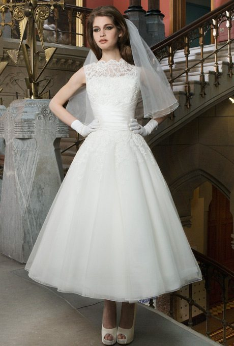 There's all the traditional spices needed in this gown, retro love ...