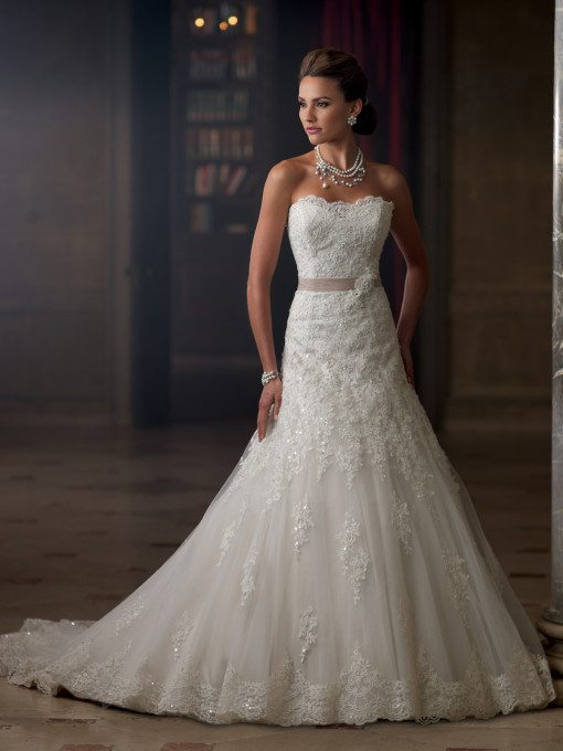 Here's another traditional design that we're loving too, but it's one that will show off those womanly curves too.