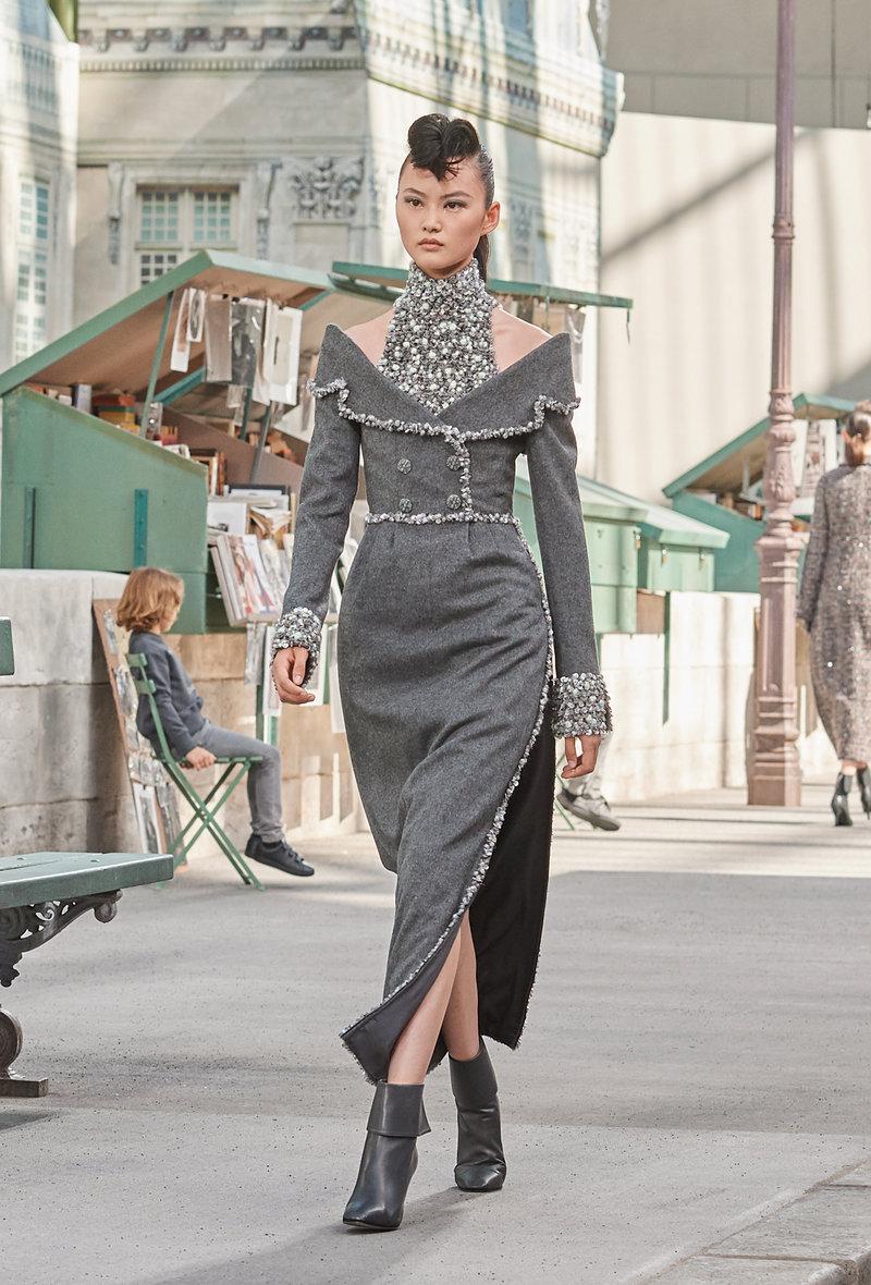 Το φερμουάρ υπάρχει σε κάθε σχεδόν ρούχο της συλλογής Haute Couture Fall Winter 2018/19