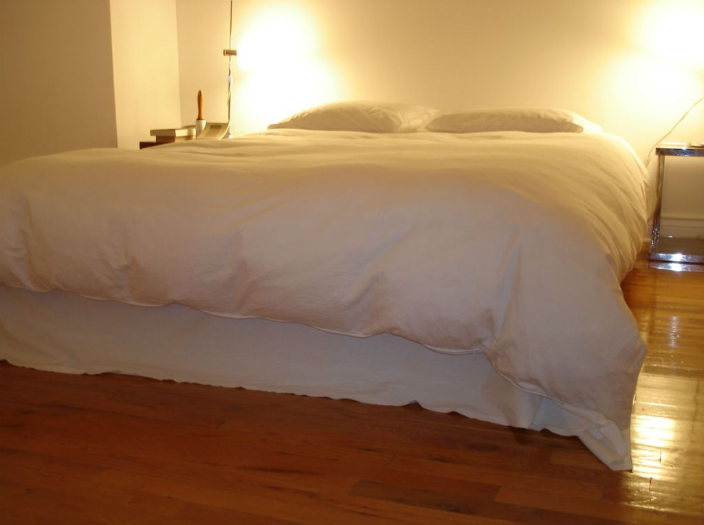 Flat sheet skirt with Duvet-on-bed