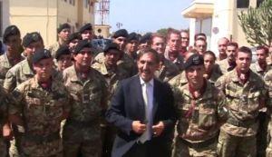 Il Ministro della Difesa Ignazio La Russa durante la visita a Lampedusa