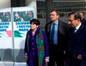 l'On. La Russa a Milano per l'esposizione del manifesto a sostegno dei marò alla sede della Regione Lombardia