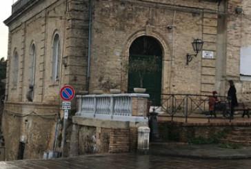 Il muraglione di Palazzo D'Avalos, cosa fare?