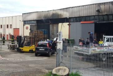 """Incendio capannone di viale Belgio, """"Nessuna fibra di amianto negli impianti di trattamento acque e di depurazione"""""""