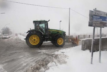 Maltempo, la Coldiretti mobilita i trattori contro la neve e il gelo
