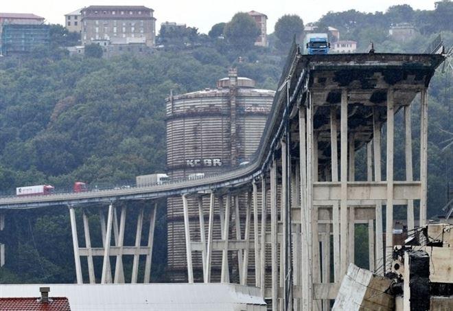 Ponte Morandi, foto da Lapresse
