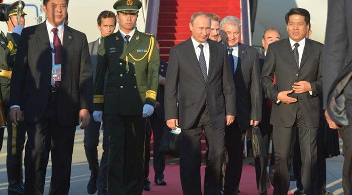 2690452 09/02/2015 September 2, 2015. Russian President Vladimir Putin, center, during a welcome ceremony in Beijing airport. Alexei Druzhinin/RIA Novosti