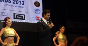 Abhishek Bachchan singing Ek Main Aur Ek Tu