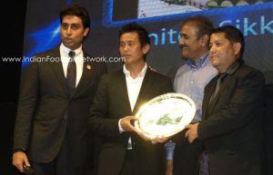 Bhaichung receiving the best stadium award for the beautiful Paljor