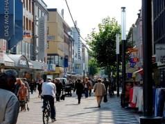 Allow small shops to open all days: Assocham