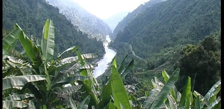 Il villaggio sospeso. Territorio, società e culto degli antenati fra le tribù dell'Arunachal Pradesh (India). Di Stefano Beggiora