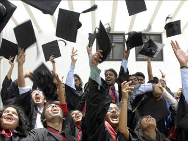 Porte aperte per le università straniere contro la diaspora degli studenti indiani