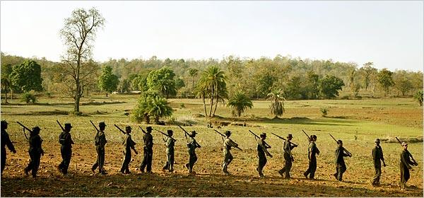 """Bus salta su mina in Chhattisgarh, 40 le vittime. La polizia: """"attacco dei Maoisti"""""""