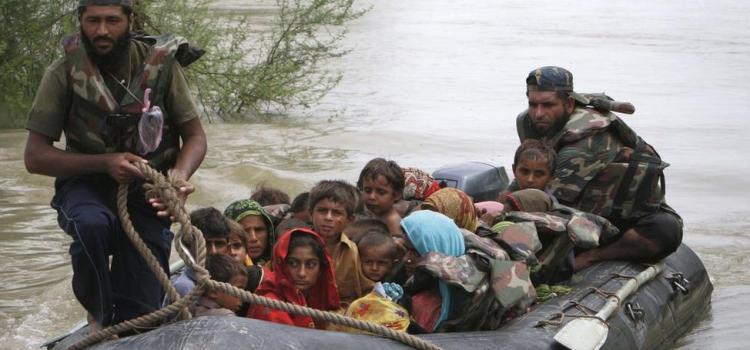 India e Pakistan, lontani nella storia, vicini nelle calamità. Le foto dal web per vedere gli effetti delle alluvioni