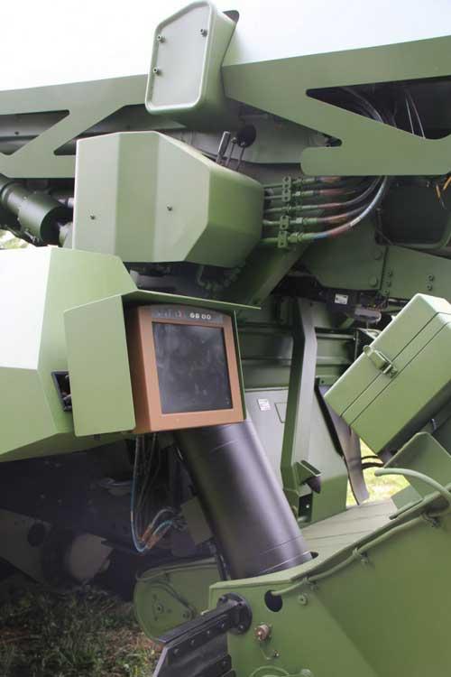 Caesar-8x8-fire-control-Nexter-EHB-Roanne-4-Sept-2015-IMG_5883-683x1024
