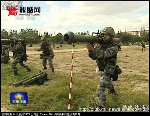 PF-98 juga dapat ditembakan dengan cara dipanggul.