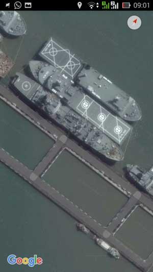 Paling tepi kapal tanker KRI Arun 903 dan di tengah LPD KRI Banjarmasin 592.