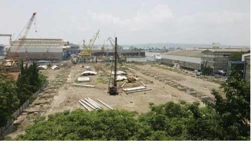 Area pabrik kapal selam PT PAL dalam proses pembangunan.