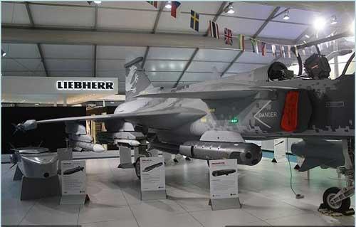 Gripen_NG_Saab_Farnborough_2014_AirShow_Aviation_Aerospace_Aerospatial_defense_exhibition_United_Kingdom_002