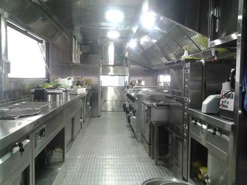 Truk-GANILLA-Milik-Marinir-Ini-Difungsikan-Sebagai-Dapur-Interior