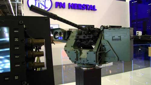 FN DeFNDer dengan senapan mesin FN M3P (varian penyempurnaan dari M2HB, dicirikan dengan laras 'berlubang-lubang.'