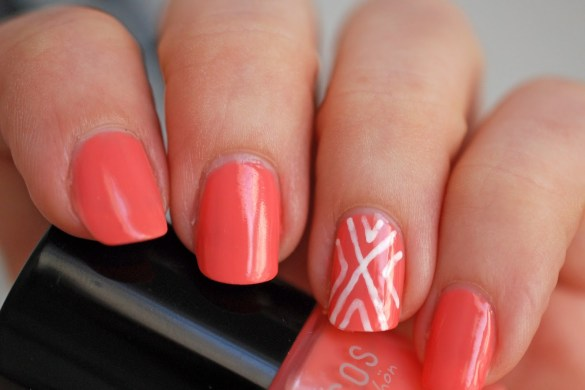 Maybelline-Color-Show-Designer-Nail-Art-Pen-White-auf-Benecos-Peach-Sorbet-Nail-Polish-beautyblog