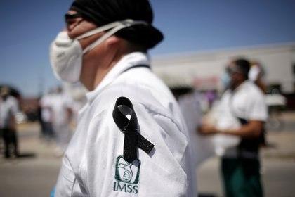 Los casos acumulados del sector salud, los grupos con mayor incidencia son los de 60 a 64 años y desde los 30 hasta los 44. (Foto: Reuters/Jose Luis Gonzalez)