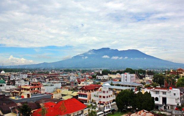 Kota Bukittinggi bersama Gunung Marapi saling memberi keindahan
