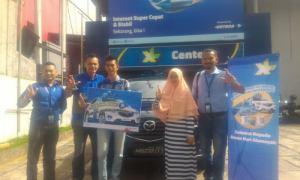 Pihak XL menyerahkan satu unit mobil Mazda CX-5 Kepada Pemenang di XL Center Padang