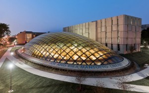 Biblioteca diseñada por Helmut Jahn.