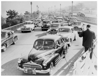 BEGINNING IN THE 1950S, THE MAJORITY OF TRANSPORTATION POLICY WAS ALMOST ENTIRELY AUTO-ORIENTED. WEST SIDE HIGHWAY, NEW YORK CITY, 1951. LIBRARY OF CONGRESS.