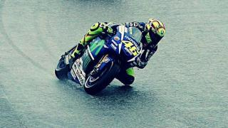rossi-pioggia-silverstone-motogp-gara-2015